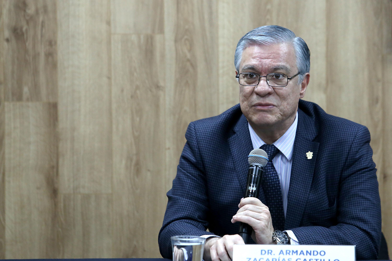 El Jefe del Departamento de Estudios Políticos del CUCSH, e integrante del observatorio, doctor Armando Zacarías Castillo, en uso de la palabra