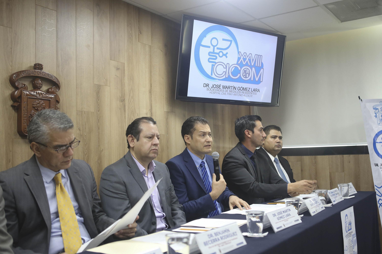 """Médicos en el XXVII Ciclo de Conferencias Médicas CICOM 2019 """"Dr. José Martín Gómez Lara"""", organizado por médicos residentes del Hospital Civil de Guadalajara (HCG)"""