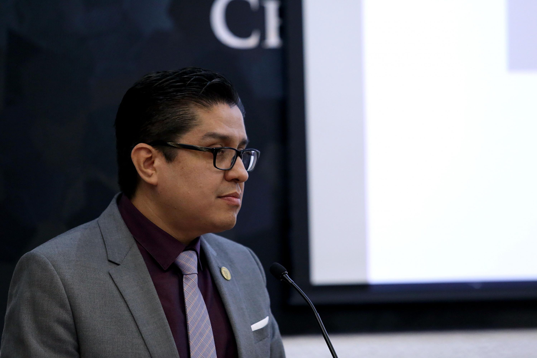 Rector del Centro Universitario de Ciencias de la Salud, Doctor José Francisco Muñoz Valle, en uso de la palabra