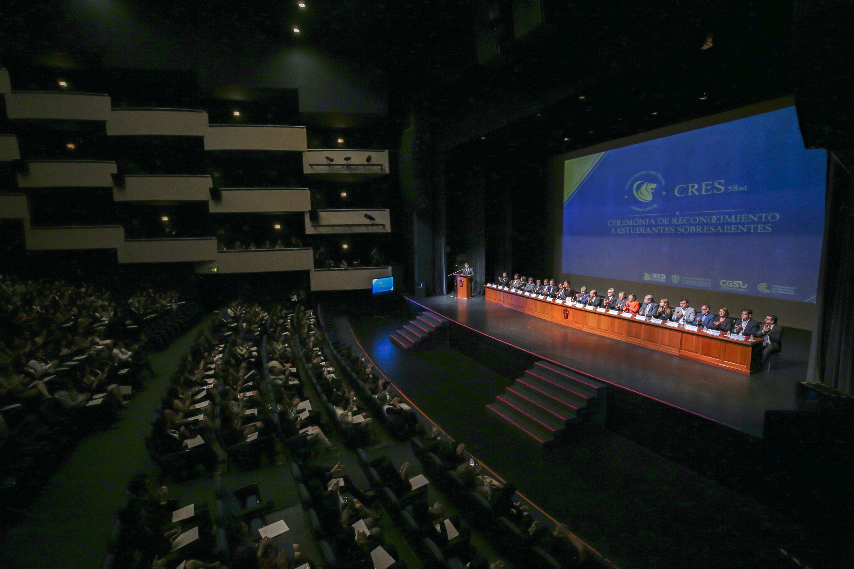 La edición número 58 de la Ceremonia de Reconocimiento a Estudiantes Sobresalientes (CRES), realizada en el Teatro Diana