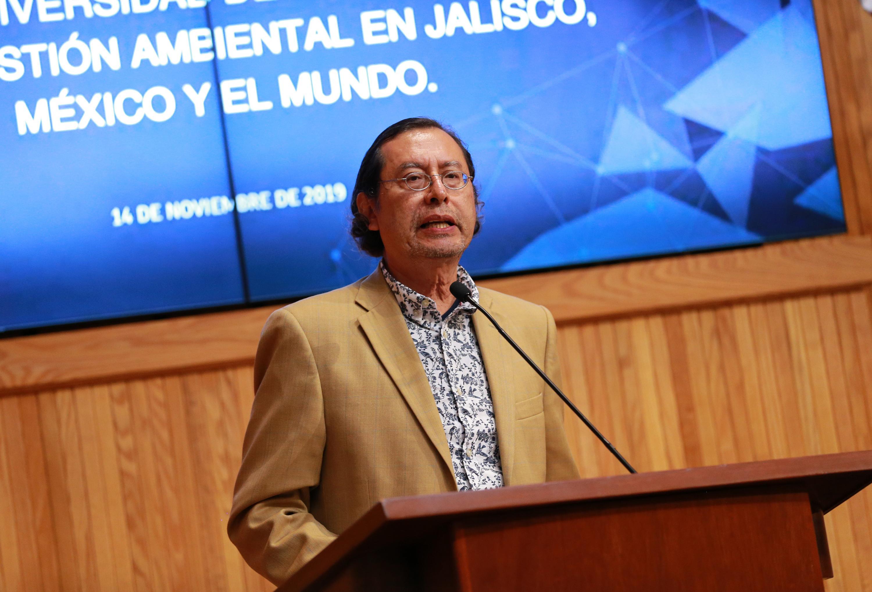 El profesor del Centro Universitario de Ciencias Biológicas y Agropecuarias (CUCBA), y Presidente de la Benemérita Sociedad de Geografía y Estadística estatal, doctor Arturo Curiel Ballesteros, en uso de la palabra