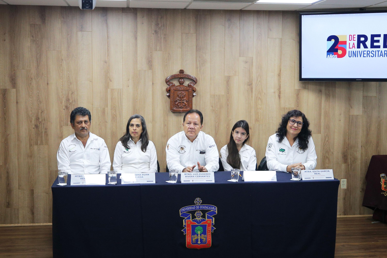 El grupo de docentes e investigadores de la Exposición Biológica Itinerante, del Centro Universitario de la Costa Sur (CUCSur)