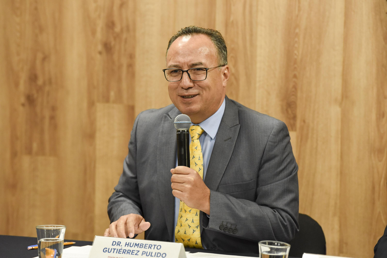El Director de la División de Ciencias Básicas de CUCEI, doctor Humberto Gutiérrez Pulido, en uso de la palabra