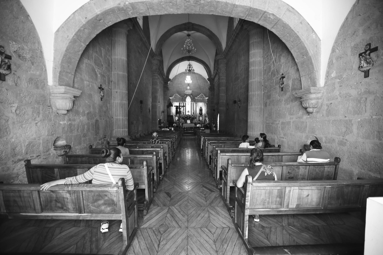 Interior de una iglesia franciscana