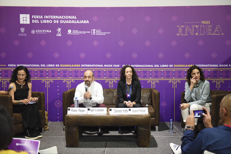 Autoridades universitarias en la presentación de la agenda de Vinculación y Difusión Cultural de la UdeG (Cultura UDG), en marco de la FIL