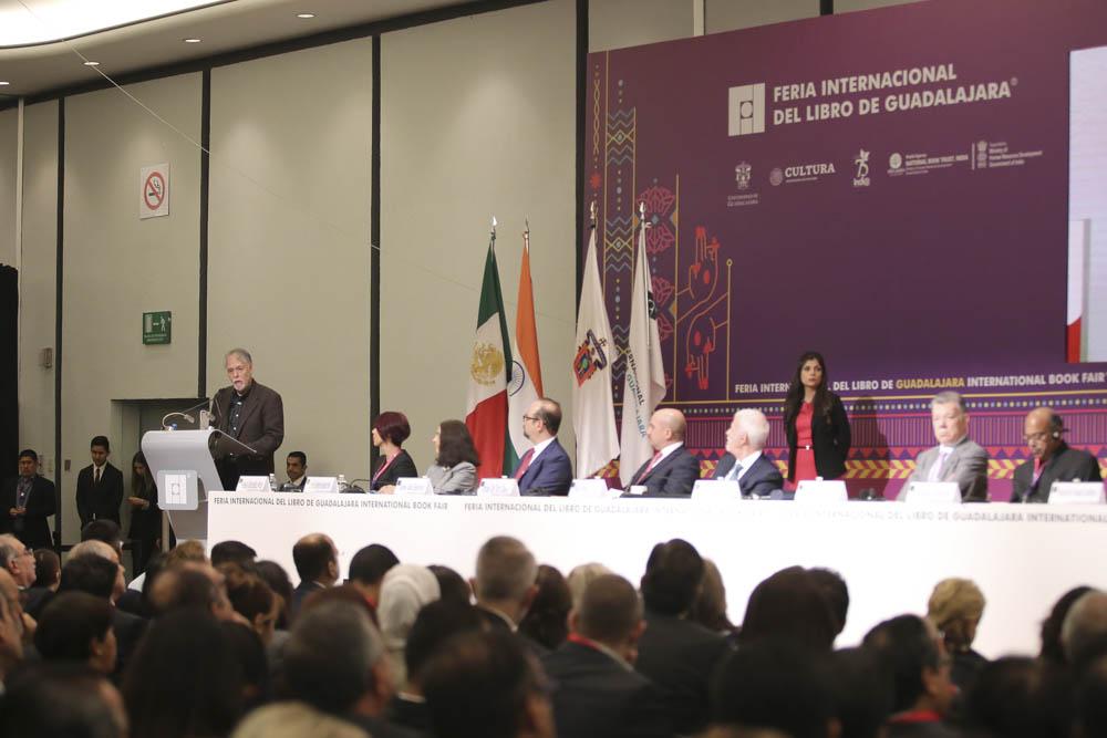 Autoridades universitarias en la ceremonia inaugurar de la edición 2019 de la Feria Internacional del Libro de Guadalajara
