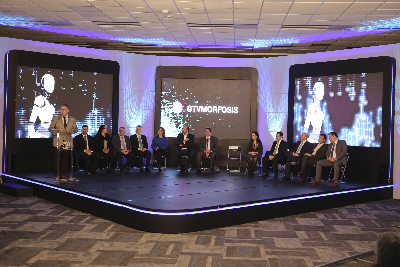 Autoridades en el inicio, en el marco de la Feria Internacional del Libro de Guadalajara (FIL), la XXIX temporada de TVMorfosis