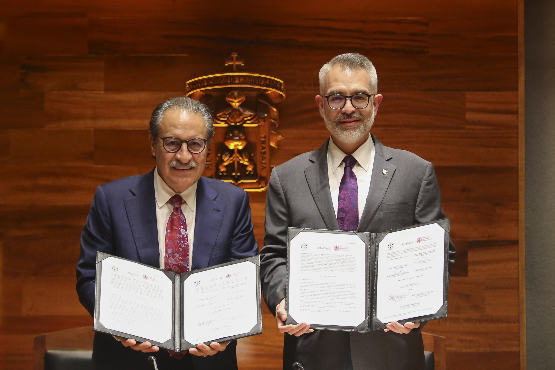 El convenio fue firmado por  el maestro Guillermo Arturo Gómez Mata, Secretario General; la presidenta de la Fundación Altamed, Zoila D. Escobar; y el doctor Maximiliam Andrew Greig, secretario de la Fundación Universidad de Guadalajara