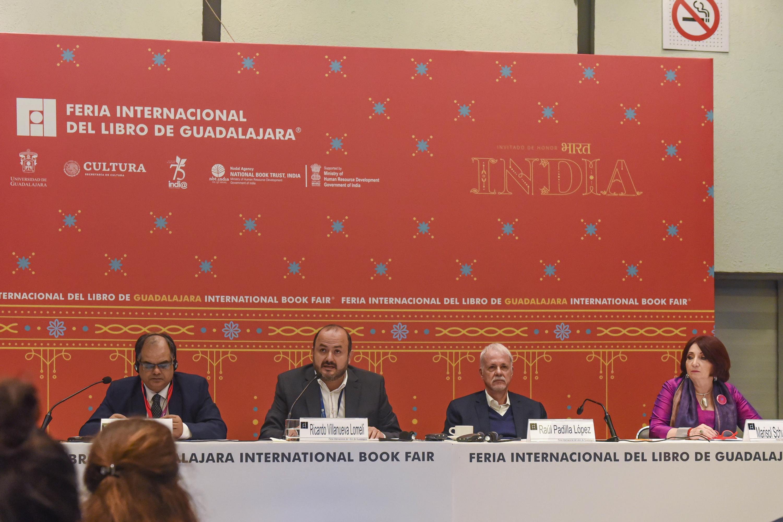 Autoridades en la rueda de prensa en la que se dio a conocer el balance de las actividades de la FIL 2019 que hoy llega a su fin, con India como país invitado de honor
