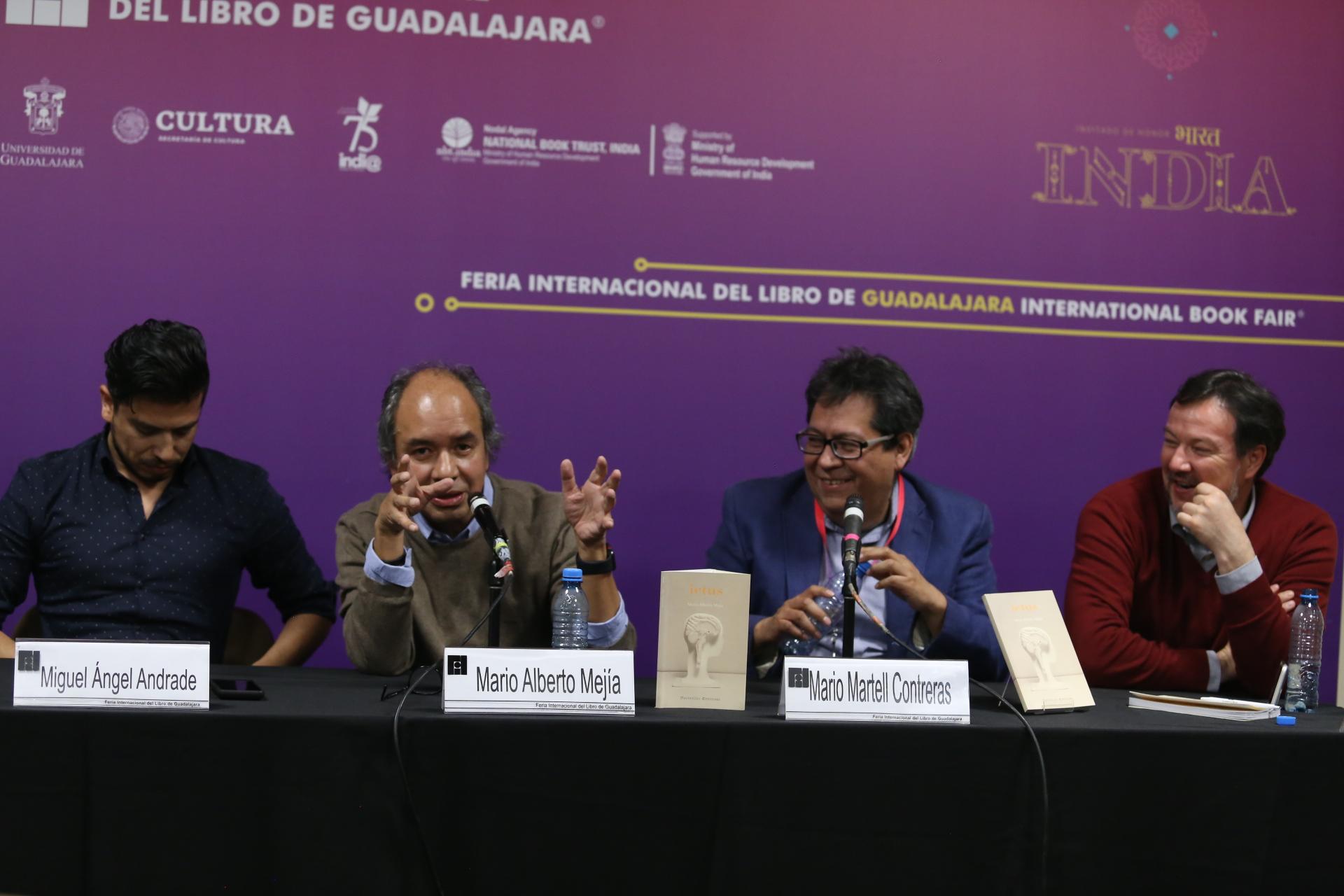 """Académicos en la  presentación """"Ictus"""": libro de poesía de Mario Alberto Mejía"""