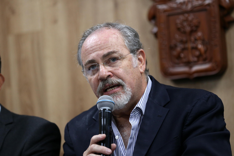 El Secretario de Salud de Jalisco, doctor Fernando Petersen Aranguren