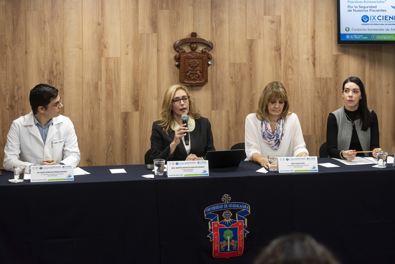 Académicos en rueda de prensa para anunciar los módulos de Nutrición y Pediatría del CIAM 2020