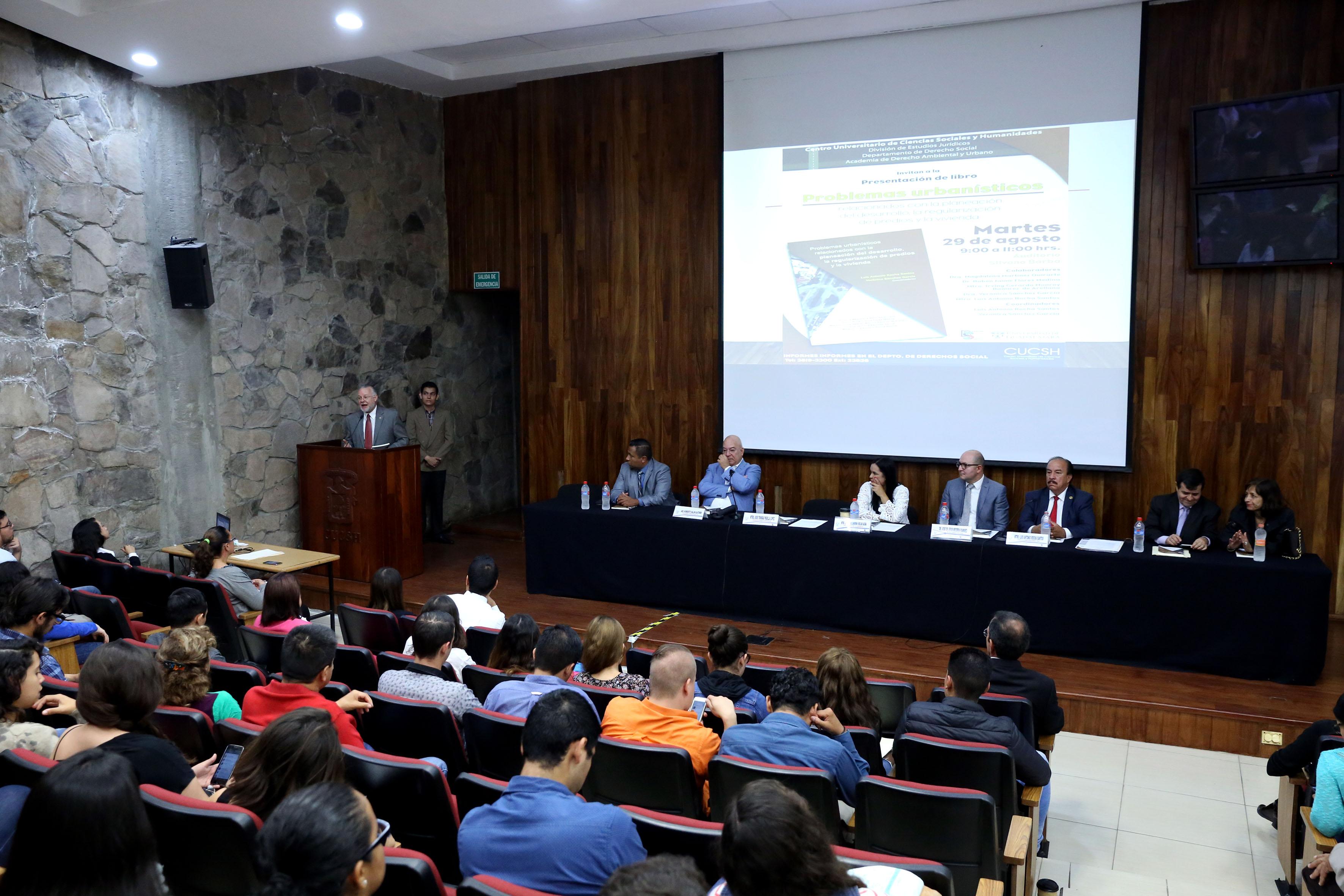 Presentación del libro  Problemas urbanísticos relacionados con la planeación del desarrollo, la regularización de predios y la vivienda en el  Centro Universitario de Ciencias Sociales y Humanidades (CUCSH), campus La Normal, de la Universidad de Guadalajara (UdeG).