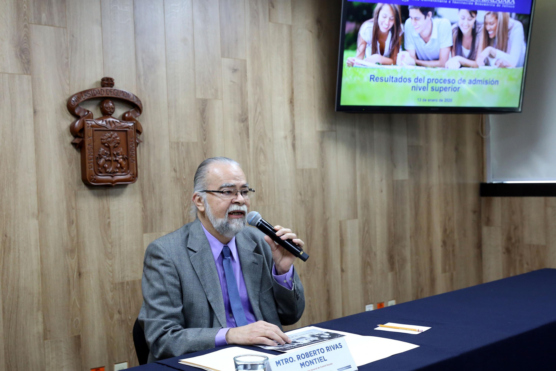 El titular de la Coordinación de Control Escolar (CCE) de esta Casa de Estudio, maestro Roberto Rivas Montiel