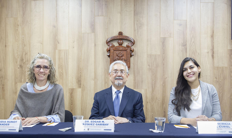 Académicos en rueda de prensa para hablar sobre los rasgos del apetito en diferentes etapas de la vida, el Director del Instituto de Nutrición Humana