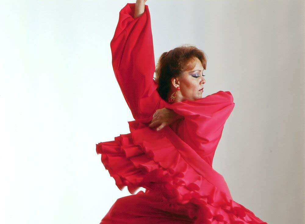 María de Lourdes Lecona, egresada de la licenciatura en Gestión Cultural de UDGVirtual y con 60 años de vida artística
