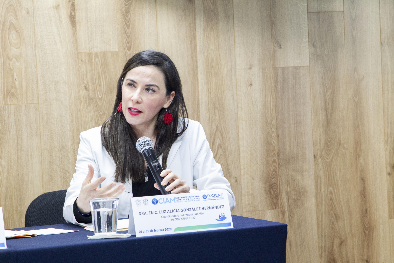 La Coordinadora del Módulo del VIH, del XXII Congreso Internacional Avances en Medicina (CIAM 2020), doctora Luz Alicia González Hernández, en uso de la palabra