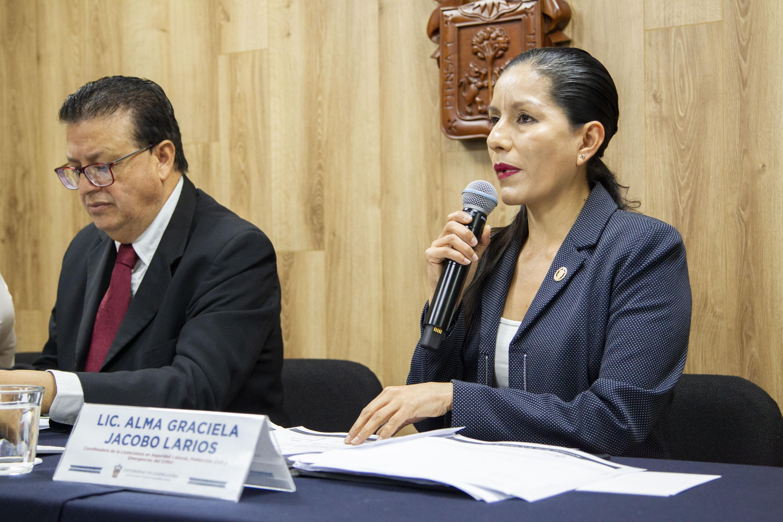 La Coordinadora de la Licenciatura en Seguridad Laboral, Protección Civil y Emergencias, licenciada Alma Graciela Jacobo Lario, en uso de la palabra
