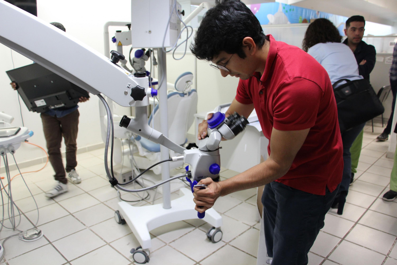 El Centro Universitario de los Altos (CUAltos), celebra la nueva adquisición de dos microscopios OPMI pico