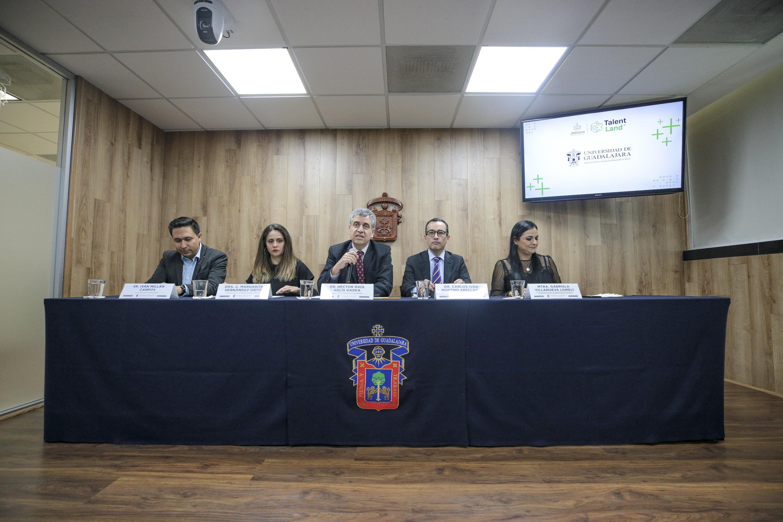 Académicos en rueda de prensa para informar sobre la Participación de la UdeG en Talent Land