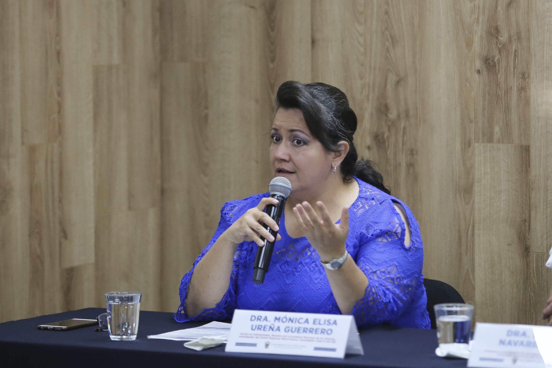 La profesora investigadora del Departamento de Biología Celular y Molecular, del Centro Universitario de Ciencias Biológicas y Agropecuarias (CUCBA), doctora Mónica Elisa Ureña Guerrero, en uso de la voz