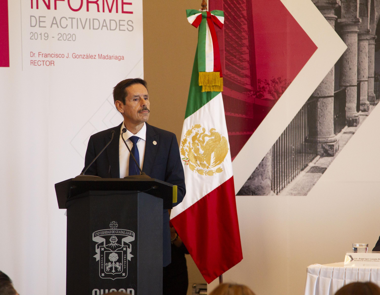 El Rector del plantel, doctor Francisco Javier González Madariaga, en uso de la voz
