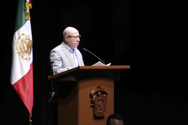 El maestro José Alfredo Peña Ramos, en uso de la palabra