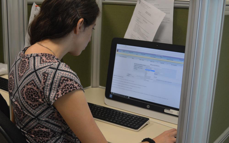 Que los estudiantes y docentes diseñen y ejecuten estrategias de búsqueda de información adecuada a sus necesidades académicas