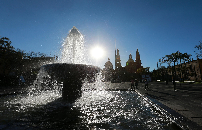 Ya comenzó a sentirse, desde finales de marzo y principios de abril. El calor pega fuerte en Jalisco y así continuará durante las próximas semanas