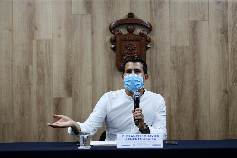 El Presidente del organismo estudiantil, Javier Armenta Araiza, en uso de la palabra