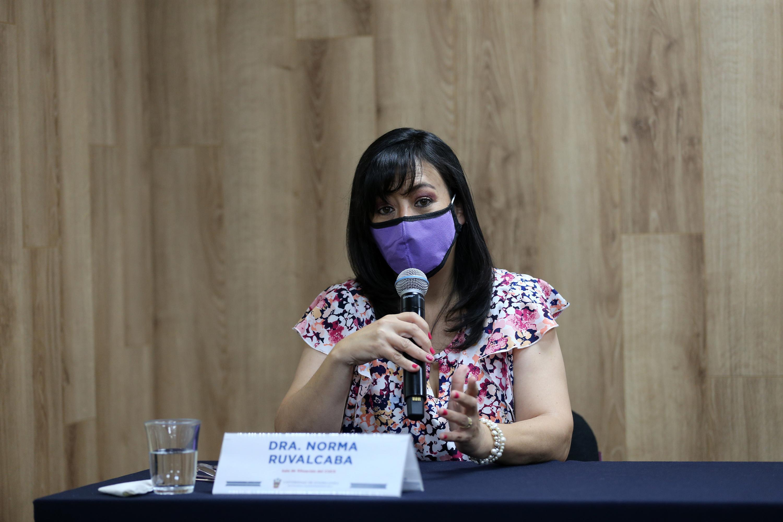 La doctora Norma Ruvalcaba, integrante de la Sala de Situación en Salud del CUCS en el área de la salud mental, en uso de la palabra