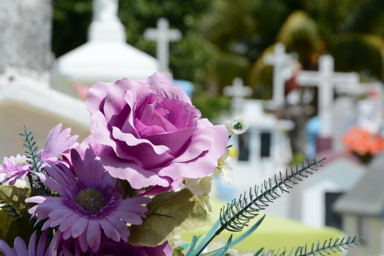 Útiles los rituales funerarios con ayuda de las nuevas tecnologías para superar duelo ante muerte de familiar por coronavirus