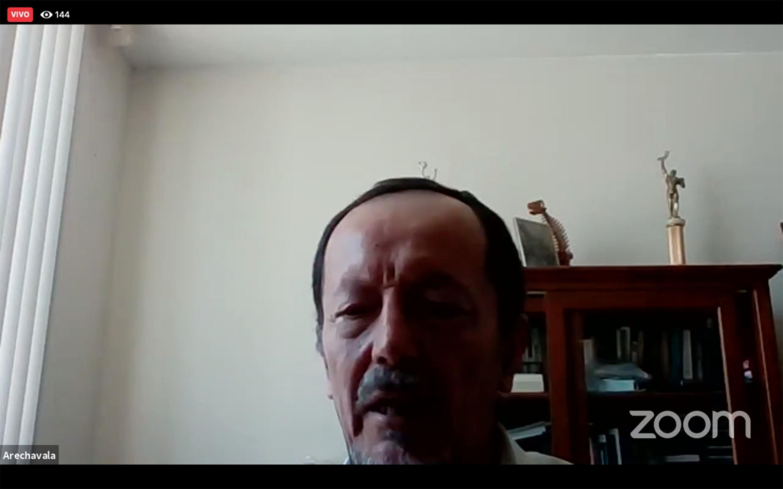 El Director del Observatorio Tecnológico del plantel, doctor Ricardo Arechavala Vargas