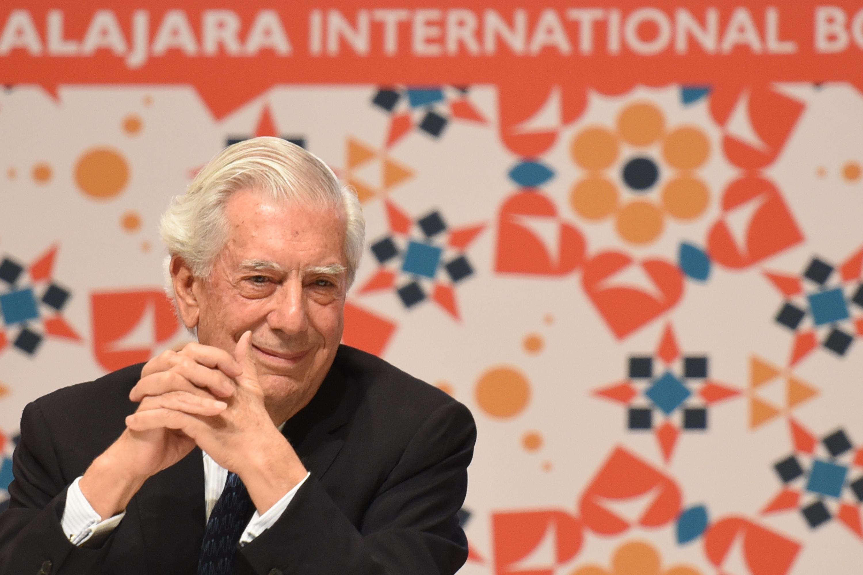 El escritor y político peruano Mario Vargas Llosa