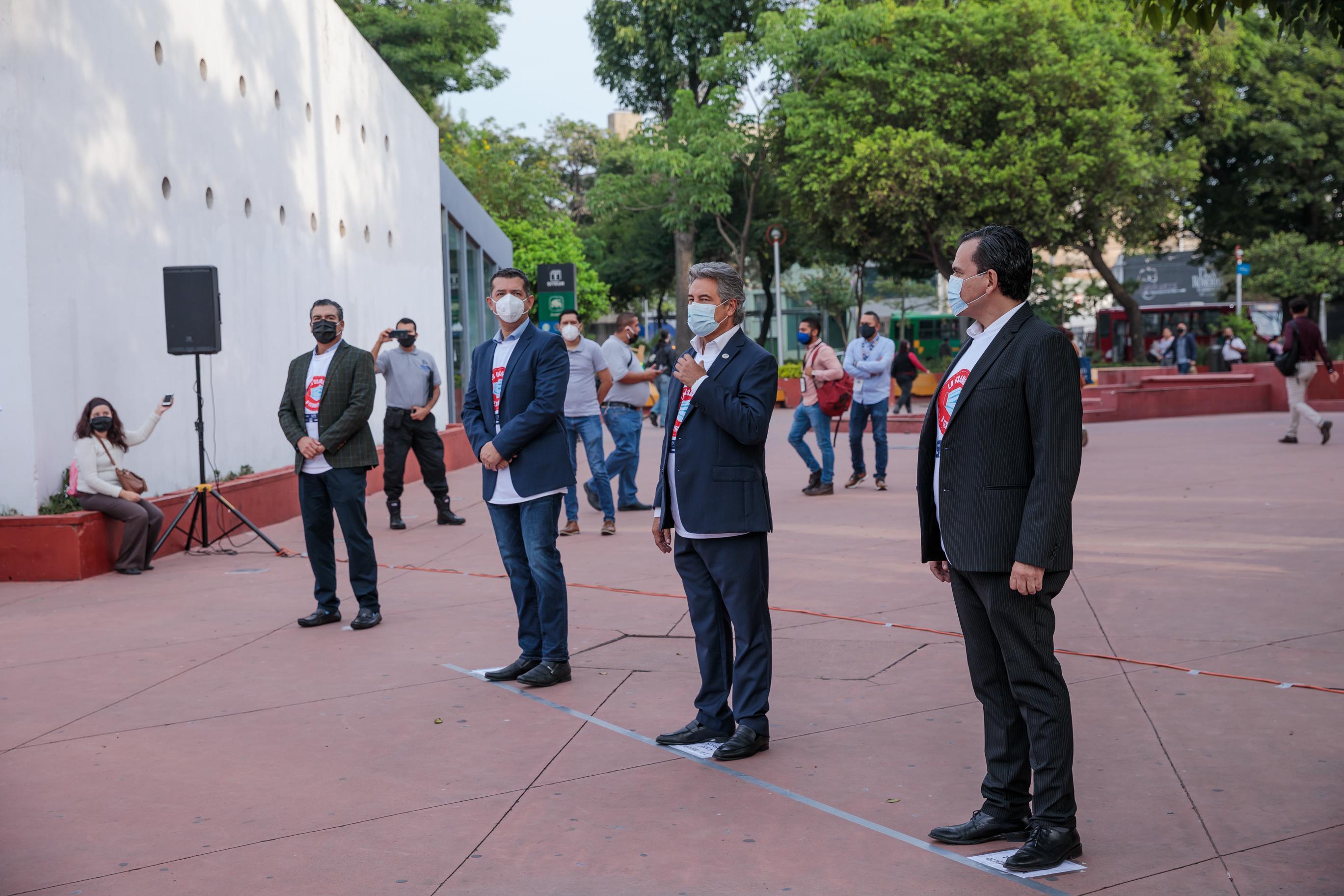 Autoridades del Consejo Mexicano de Comercio Exterior de Occidente (COMCE) y la Universidad de Guadalajara (UdeG)