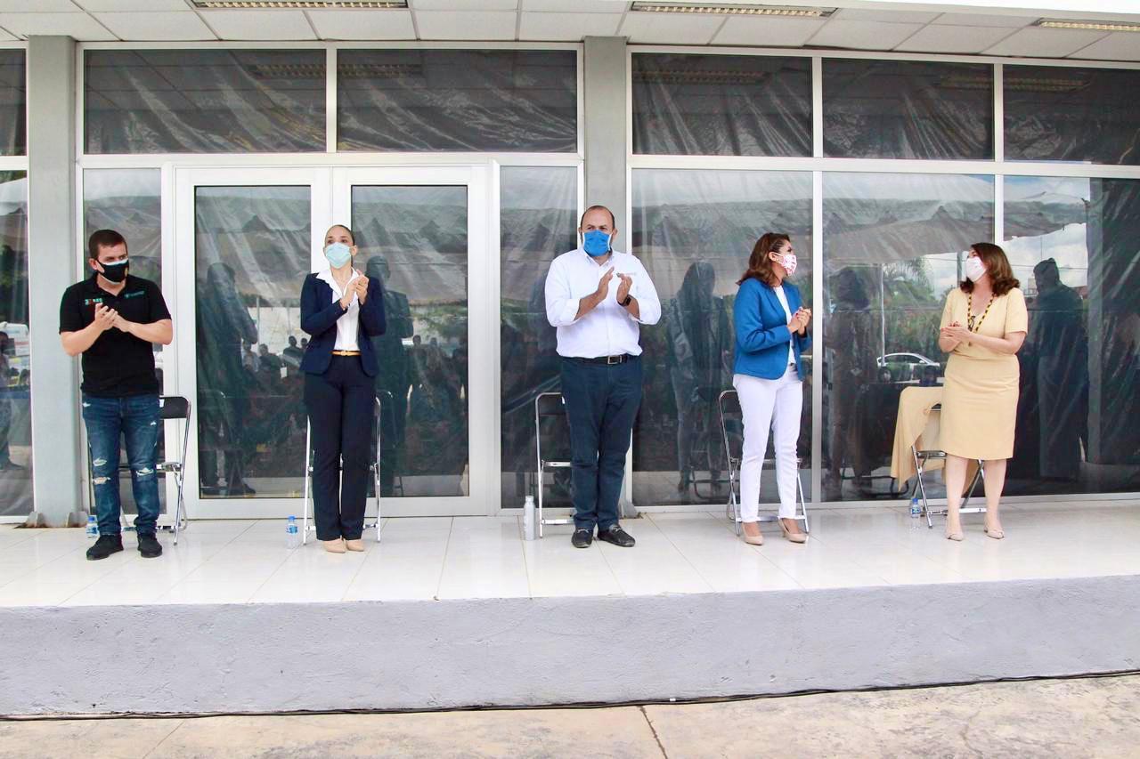 Este lunes iniciaron las clases, de manera virtual, en preparatorias y centros universitarios de la UdeG