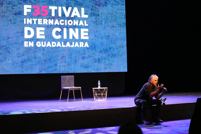 El cinefotógrafo peruano ofreció una conferencia en el FICG 35