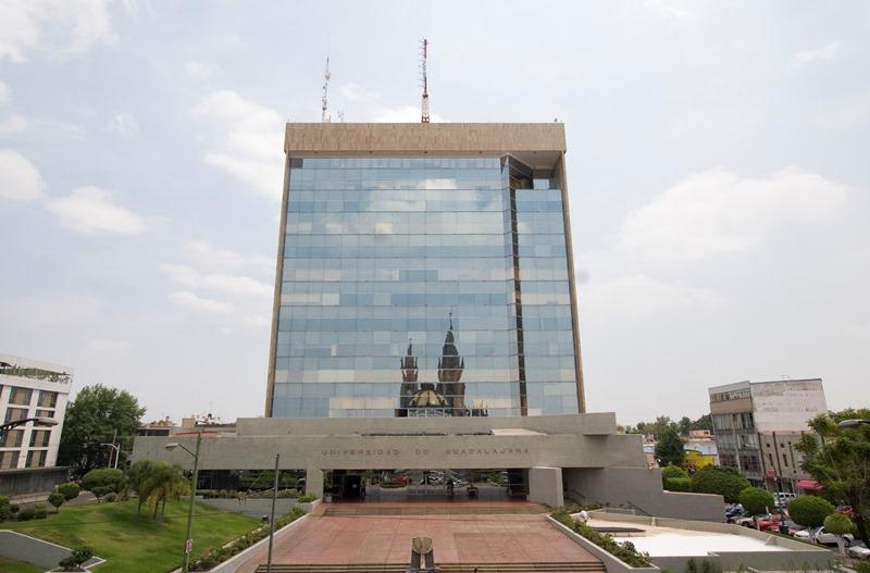 La Universidad de Guadalajara se congratula por la reanudación de las relaciones diplomáticas entre la República de Cuba y Estados Unidos de América, así como por las decisiones que ambos gobiernos han tomado con el propósito de superar las tensiones y dificultades de su pasado común.