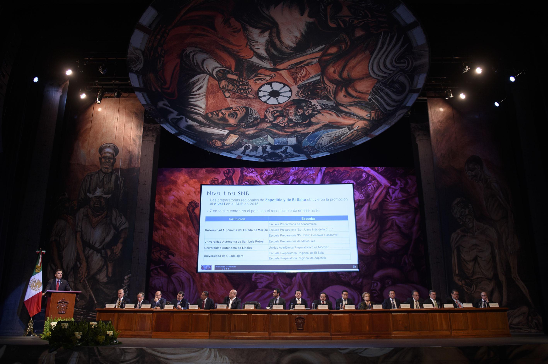 Vista panorámica de la presentación del tercer informe de actividades del Rector General de la UdeG en el Teatro Diana.