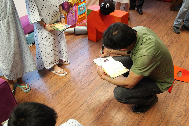 A través de la venta del libro, escrito por el bajista de La Gusana Ciega y una campaña de donación, lograron recaudar 153 mil 500 pesos