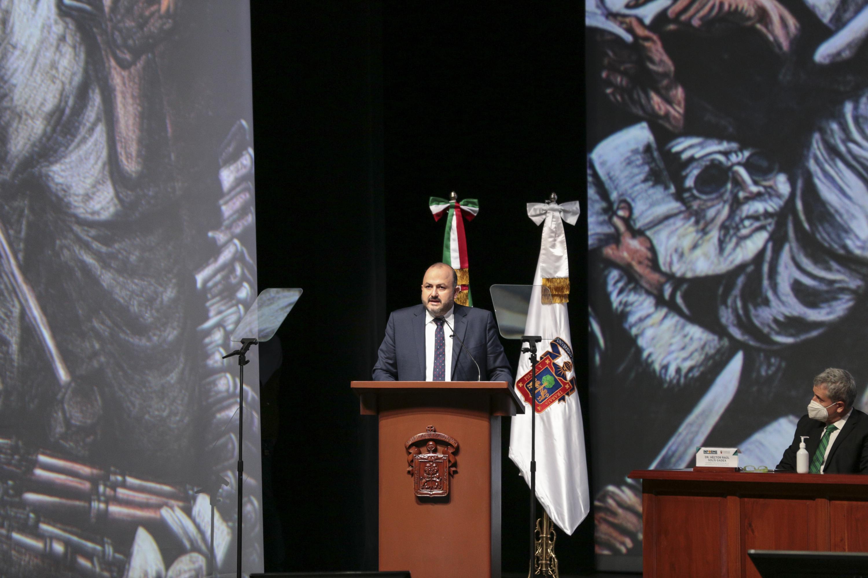 Crecimiento de matrícula, admisión al 100 por ciento de aspirantes en Bachillerato, contención de la pandemia, son los logros que destacan en el informe de actividades del Rector General, doctor Ricardo Villanueva Lomelí