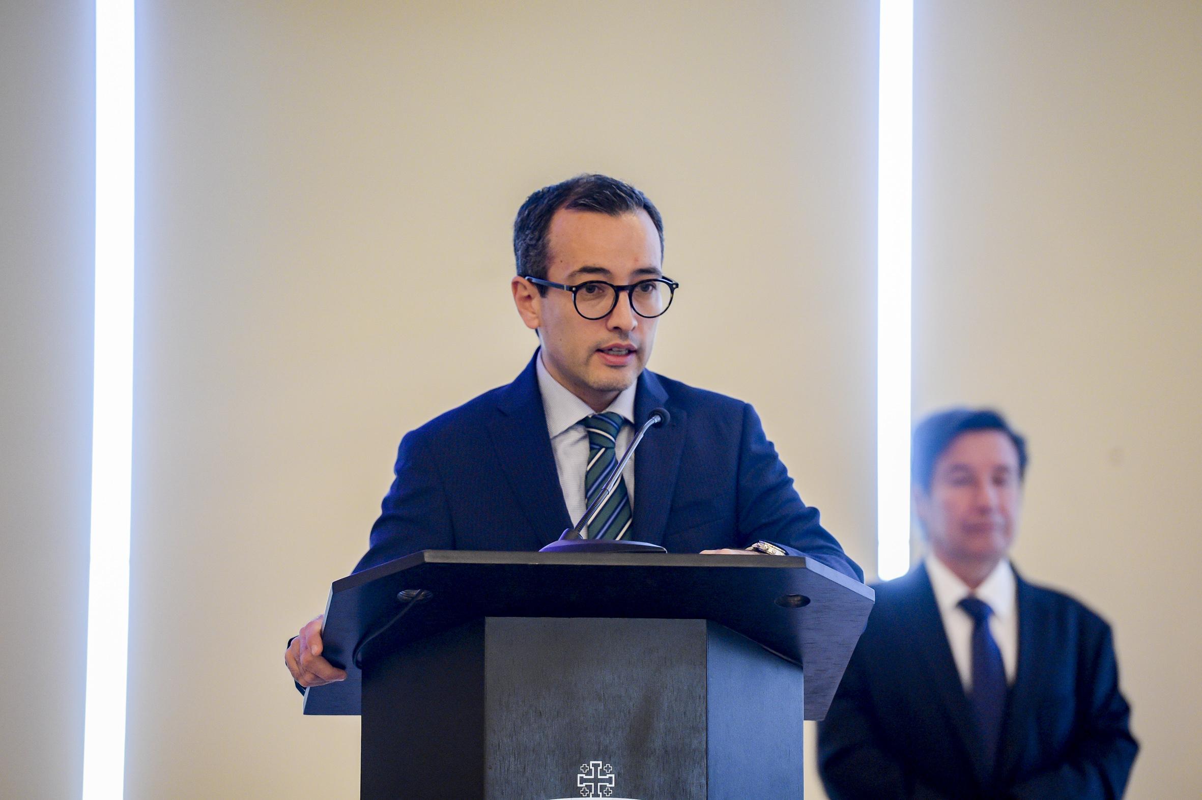 El Vicerrector Ejecutivo de la UdeG, doctor Carlos Iván Moreno Arellano al microfono