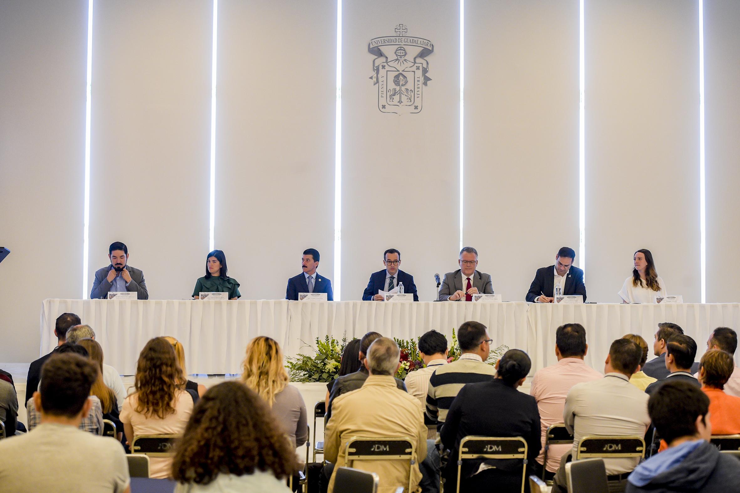 Mesa del presidium en la inauguracion del  segundo Taller de Especialización Ciencia de las Ciudades en el CUAAD
