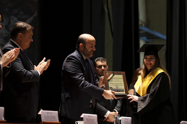 El Rector General de la Universidad de Guadalajara (UdeG), doctor Ricardo Villanueva Lomelí, durante el acto académico de generación de la carrera de Abogado (2015- 2019)