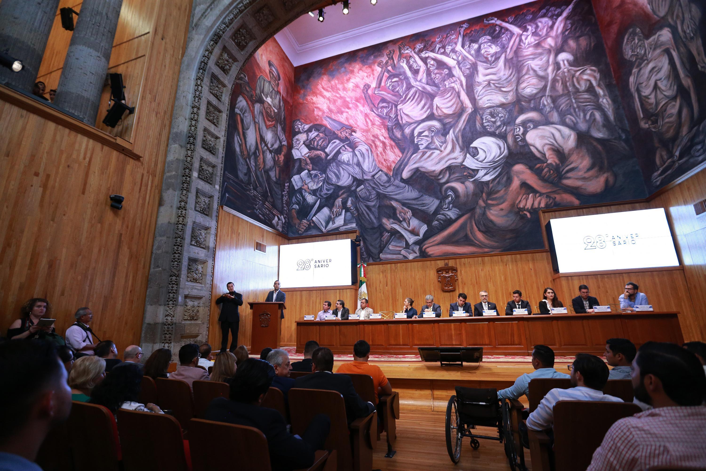 Autoridades universitarias y de la Federación de Estudiantes Universitarios en la Celebración del 28 aniversario de la FEU en el Paraninfo Enrique Díaz de León