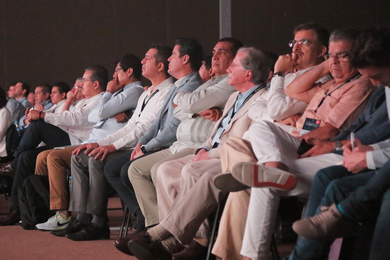 Rector General de la UdeG, maestro Itzcóatl Tonatiuh Bravo Padilla visitó el stand de esta Casa de Estudio, participando en el marco de SingularityU Summit México en Jalisco,