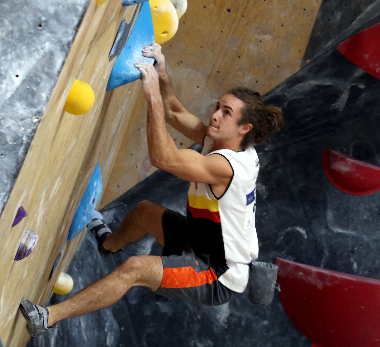 Diego Vázquez, estudiante del Centro Universitario de Ciencias Sociales y Humanidades (CUCSH), escalando en competencia