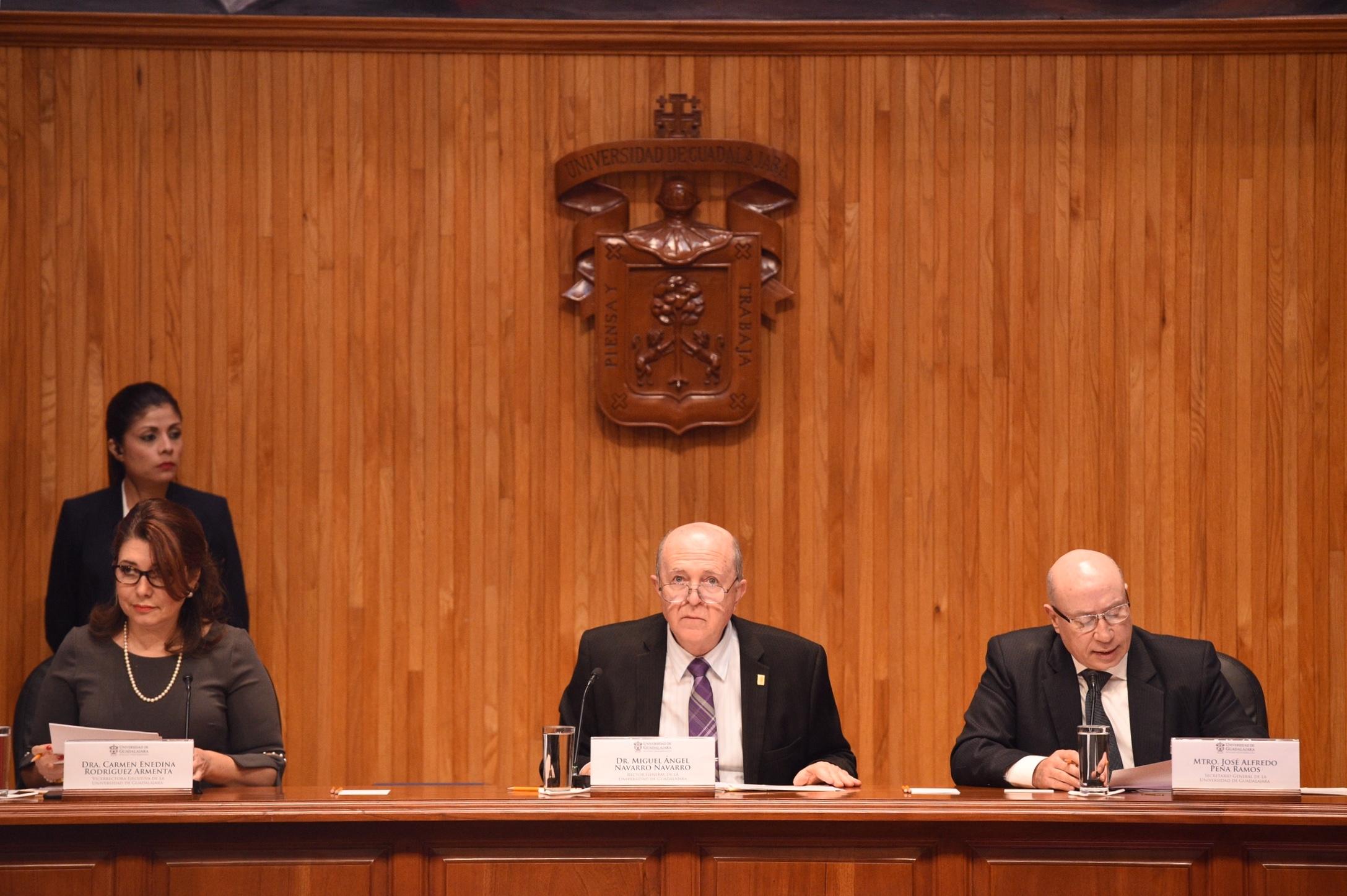 El rector general de la Universidad de Guadalajara presidiendo el Consejo General Universitario