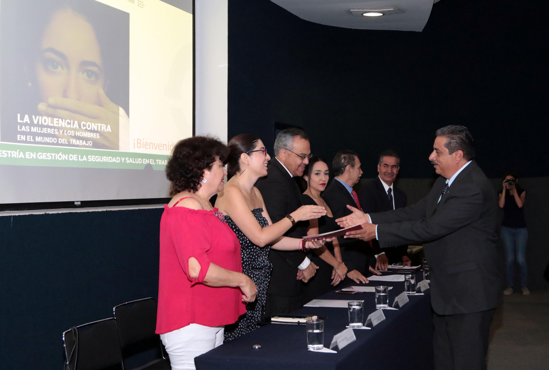 Segundo Foro de la Seguridad y Salud en el Trabajo, La violencia contra las mujeres y los hombres en el mundo del trabajo, realizado en el aula amplia 3 del CUCEA, de la Universidad de Guadalajara (UdeG).