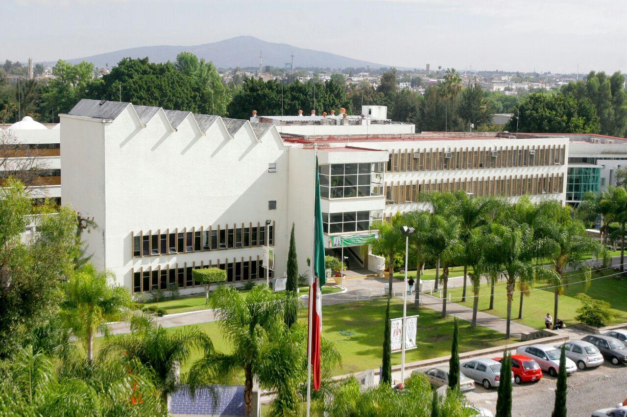 Fachada  de campus del centro universitario de ciencias de la salud